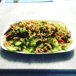 Steak Salat mit gerösteten Walnüssen