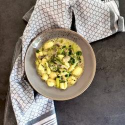 Gnocchi-Pfanne mit Spinat, Pilzen und Zucchini